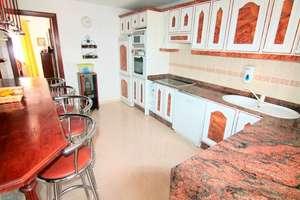 Casa a due piani vendita in Argana Alta, Arrecife, Lanzarote.