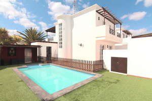 Villa for sale in Puerto del Carmen, Tías, Lanzarote.