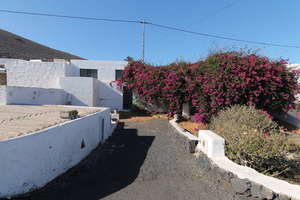 House for sale in La Asomada, Tías, Lanzarote.