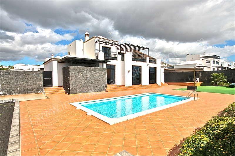 Alquiler casas en conil chalet en conil de alquiler con piscina privada youtube casas en conil - Alquiler casa con piscina cadiz ...