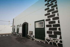 Commercial premise for sale in Teguise, Lanzarote.