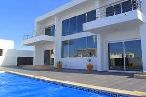 Villa for sale in El Cuchillo, Tinajo, Lanzarote.
