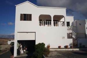 Villa for sale in El Cuchillo, Tinajo, Lanzarote.