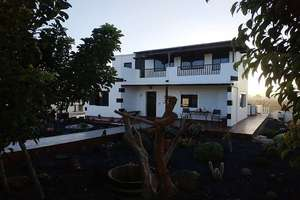 Chalet for sale in Tinajo, Lanzarote.