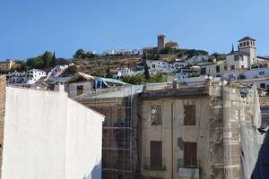 Studio in Gran Via, Granada.