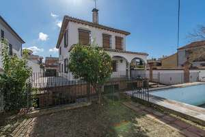 Chalet Luxury for sale in Periodistas-parque Almunia, Granada.