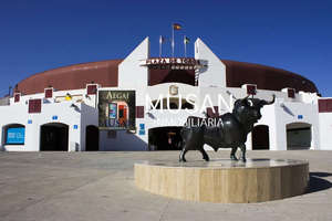 Flat for sale in Plaza de Toros, Roquetas de Mar, Almería.