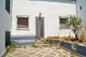 Townhouse for sale in Castaño del Robledo, Huelva.