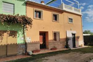 Townhouse for sale in Oliva, Valencia.