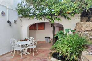 Townhouse for sale in Adsubia, Alicante.