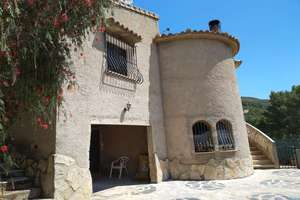 Chalet for sale in Adsubia, Alicante.