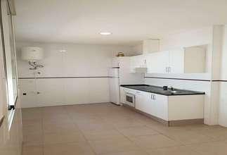 Casa en Zona comercial Avda. principal, Catarroja, Valencia.