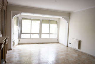 Flat for sale in Zona comercial Avda. principal, Catarroja, Valencia.