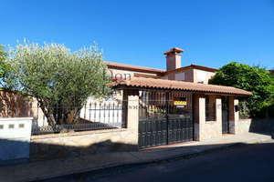 Chalet for sale in Casarrubios del Monte, Toledo.