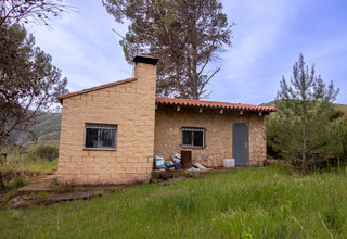 Country house for sale in Macastre, Valencia.
