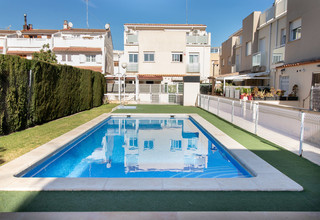 Cluster house for sale in Playa de la Pobla de Farnals, Valencia.