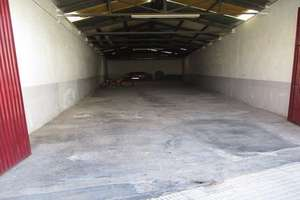 Warehouse for sale in Nucleo Urbano, Valdepeñas, Ciudad Real.