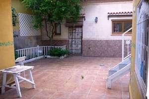 Casa venta en Calle Mediodía, Valdepeñas, Ciudad Real.