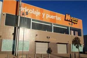 Nave industrial en Polígono Entrecaminos, Valdepeñas, Ciudad Real.