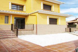 Semidetached house for sale in Nuevo Valdepeñas, Ciudad Real.
