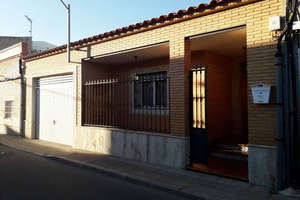 House for sale in Calle Buensuceso, Valdepeñas, Ciudad Real.