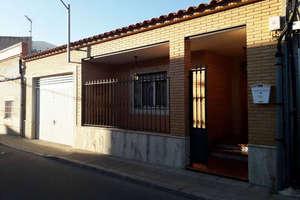 Huse til salg i Calle Buensuceso, Valdepeñas, Ciudad Real.