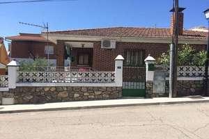 Chalet for sale in Casco Urbano, Navas del Rey, Madrid.