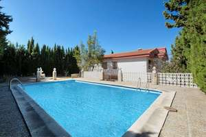 Chalet for sale in Padul, Granada.
