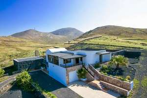 Villa for sale in Tinajo, Lanzarote.