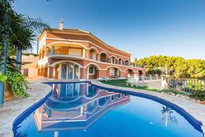 Villa for sale in Busot, Alicante.