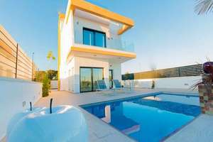 Chalet for sale in Pilar de la Horadada, Alicante.