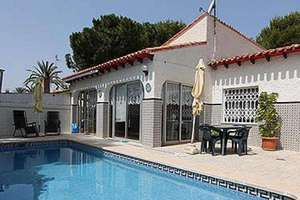 Chalet for sale in Punta Prima, Alicante.