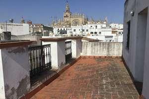 House for sale in Arenal, Casco Antiguo, Sevilla.