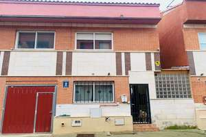 Chalet for sale in Santovenia de Pisuerga, Valladolid.