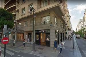 Commercial premise for sale in El Pla del Remei, L´Eixample, Valencia.