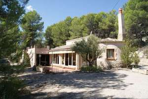 Country house for sale in Alicante.
