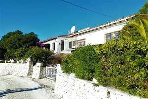 Chalet for sale in Alcalalí, Alicante.