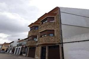 Duplex/todelt hus til salg i Baeza, Jaén.