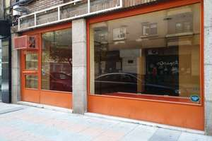 Local comercial en Avenida Torres Villarroel, Salamanca.