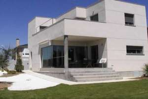 Chalet for sale in Urb. el Juncal, Villamayor, Salamanca.