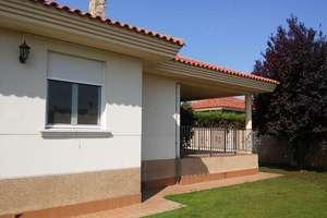 Semidetached house for sale in Los Almendros, Villamayor, Salamanca.