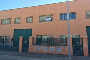 Warehouse for sale in Castellanos de Moriscos, Salamanca.