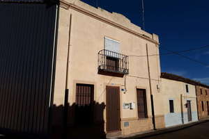 House for sale in Espino de la Orbada, Salamanca.