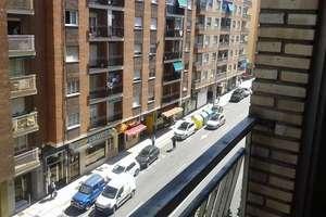 平 出售 进入 Avenida Comuneros, Salamanca.