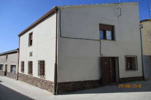 House for sale in Arabayona de Mógica, Salamanca.