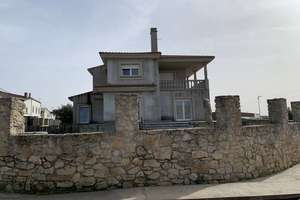 Chalet for sale in Fuenteguinaldo, Salamanca.