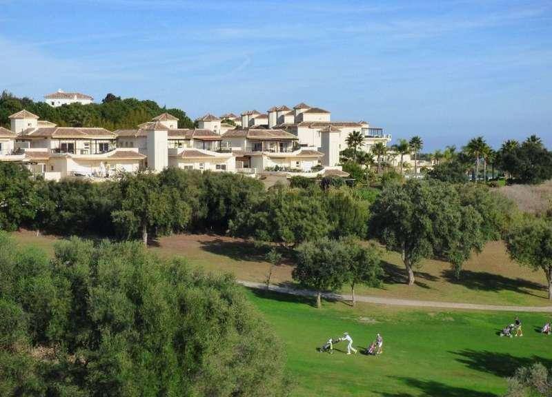 fotografía de vivienda en Urbanización club golf san roque