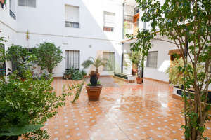 Flat for sale in Feria, Casco Antiguo, Sevilla.
