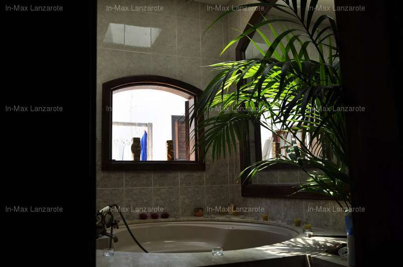 Casa a due piani in playa honda san bartolome lanzarote for Piani di casa pensione 2 camere da letto