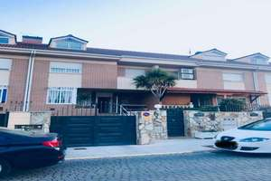 Chalet for sale in Centro, Parla, Madrid.